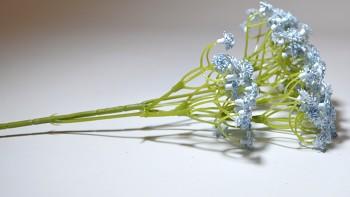 Umělá květina Gypsohila modrá
