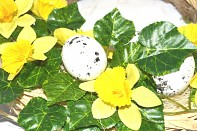 Velikonoční věnec na dveře Vajíčka