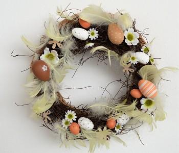 Velikonoční věnec na dveře  Z PĚŘÍČEK